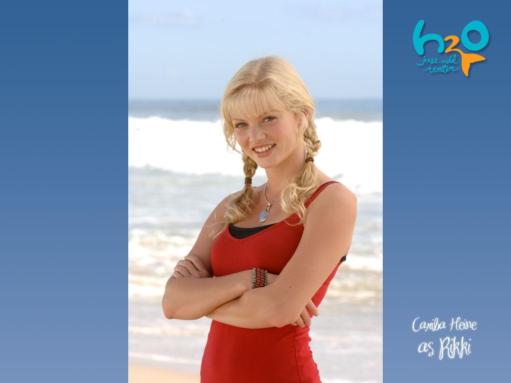 Родилась в южной африке 1-ого октября 1988, затем переехала в австралию в 1991 году получив роль рикки в